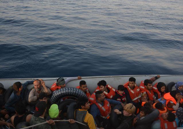 Kuşadası Körfezi'nde 28'i çocuk 77 sığınmacı yakalandı
