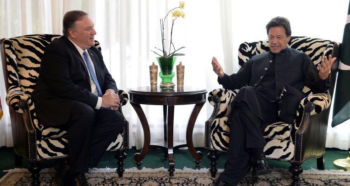 Pakistan Başbakanı İmran Han, Washington'da Başkan Donald Trump'ın yanısıra Dışişleri Bakanı Mike Pompeo ile de görüştü.