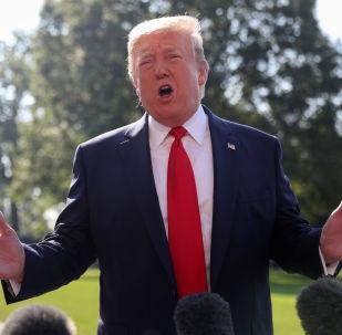 Beyaz Saray'dan çıkarken ayaküstü gazetecilerle konuşan ABD Başkanı Donald Trump, Dünyanın herhangi bir yerindeki en az ırkçı kişi benim dedi.