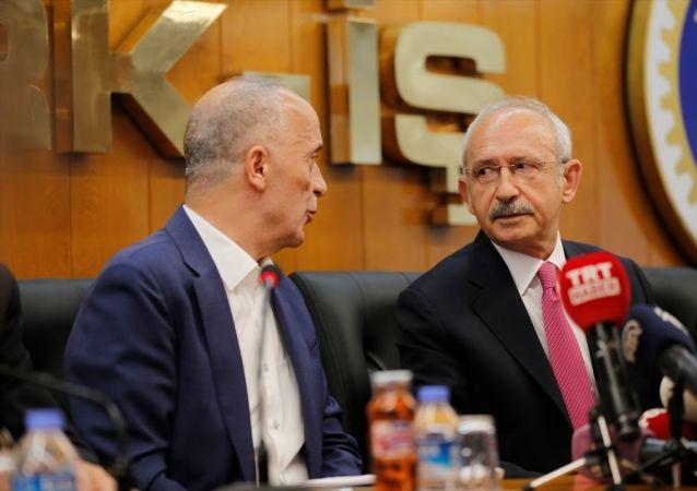 CHP Genel Başkanı Kemal Kılıçdaroğlu, Türk-İş Genel Başkanı Ergün Atalay'ı makamında ziyaret etti.
