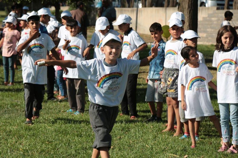 Diyarbakır Barosu, Sur'da yaşayan çocuklara yönelik 'Benim sokağım, benim oyunum' adlı bir etkinlik düzenledi.