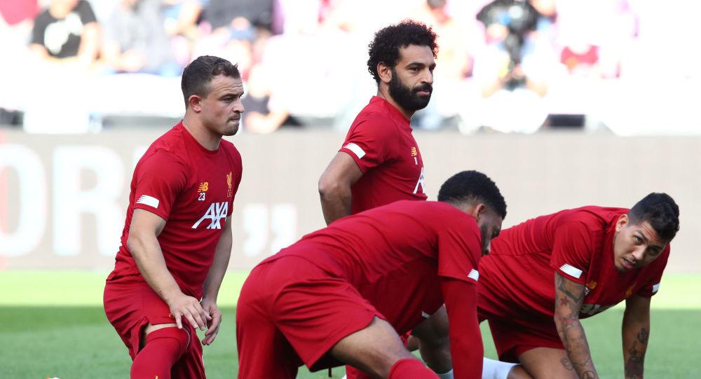 Maç önü ısınan Liverpool futbolcuları Mo Salah, Xherdan Shaqiri, Roberto Firmino