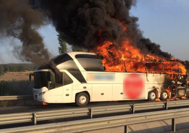 Manisa'da bir yolcu otobüsünde yangın
