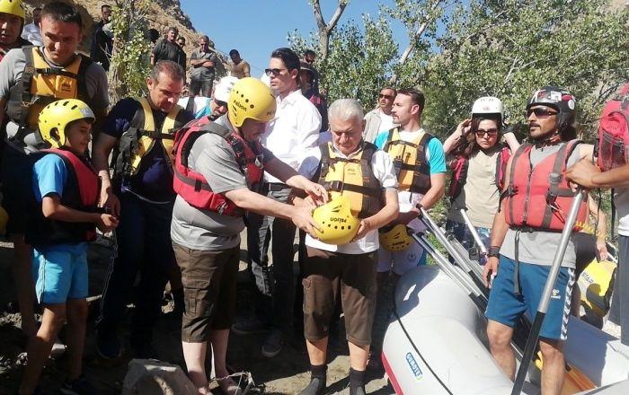 Yıldırım Erzincan'da rafting yaptı: Herkese tavsiye ederim, bu sularda hayatın en heyecanlı anlarını yaşamak mümkün