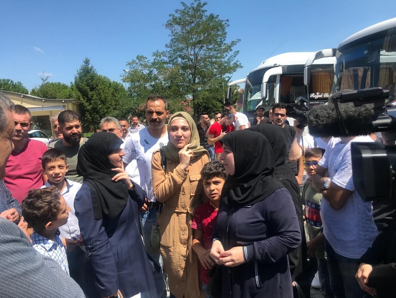 Esenyurt Belediyesi, onlarca Suriyeliyi daha ülkelerine yolcu etti.