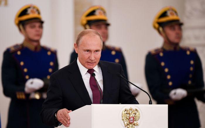 Putin, arızalanan uçağı mısır tarlasına indiren pilotlara Rusya Kahramanı unvanını verdi