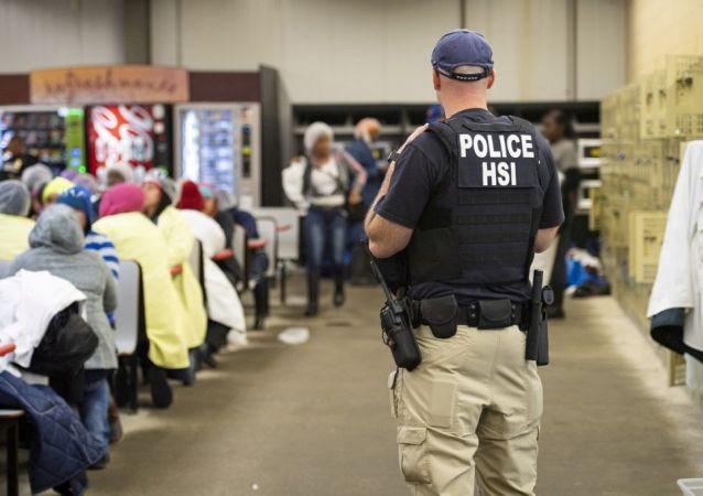 ABD'de gözaltına alınan göçmenler