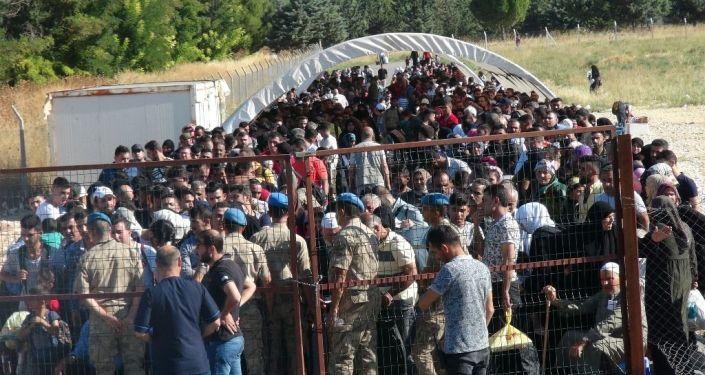 Öncüpınar'dan bayramlaşmaya giden Suriyeli sayısı 40 bine ulaştı