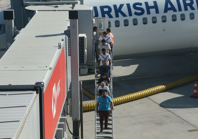Nijerya'da kaçırılmalarının ardından önceki gün serbest bırakılan 10 denizci Türkiye'ye döndü.