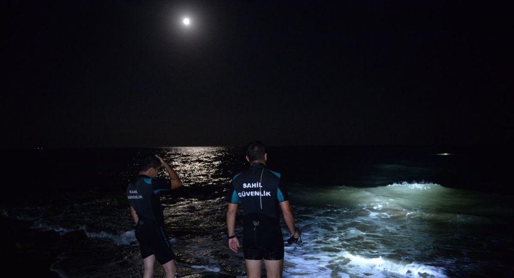 Mersin'de baba ile oğlu denizde boğuldu