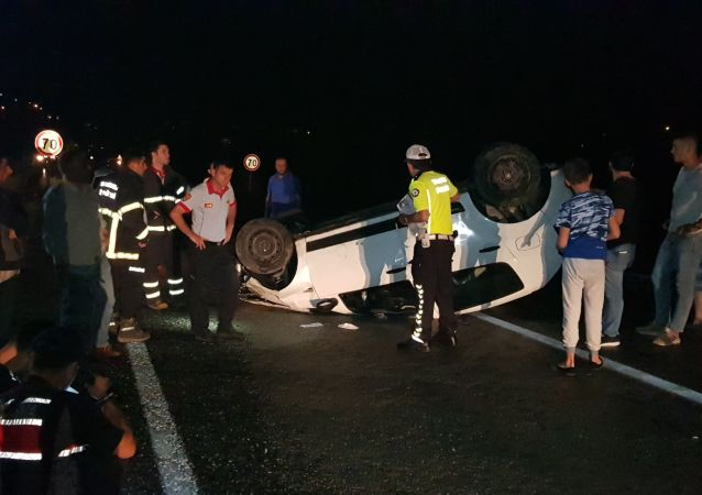 Takla atıp kaza yapan aracı fark edip durmak isterken kaza yaptı