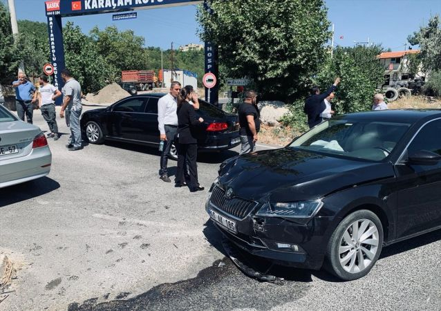 Milletvekillerinin bulunduğu konvoyda kaza: 4 yaralı