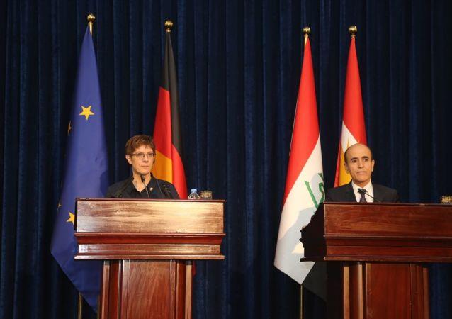 Almanya Savunma Bakanı Annegret Kramp Karrenbauer ve Irak Kürt Bölgesel Yönetimi (IKBY) Peşmerge Bakanı Şoreş İsmail