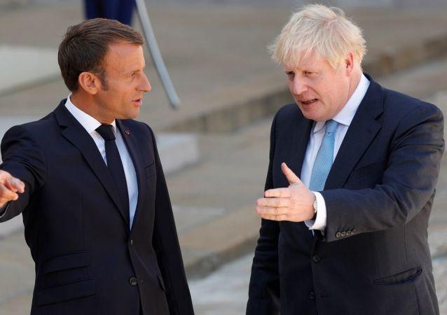 Emmanuel Macron ve Boris Johnson