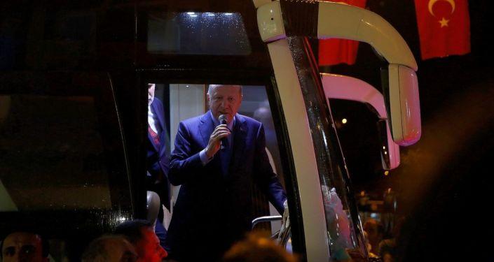 Türkiye Cumhurbaşkanı Recep Tayyip Erdoğan, baba ocağı Rize'nin Güneysu ilçesine geldi. Cumhurbaşkanı Erdoğan, kendisini karşılayan vatandaşlara hitap etti.