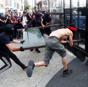 Fransa'da G7 Zirvesi karşıtı gösteriler çatışmaya dönüştü