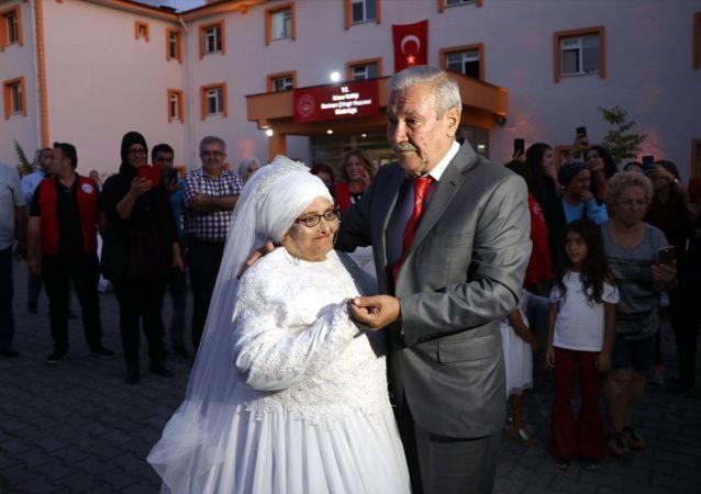 Düzce'de kaldıkları huzurevinde tanışarak evlenmeye karar veren çift