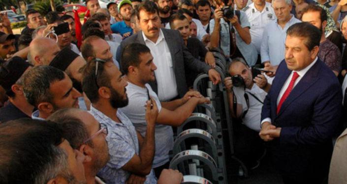 İstanbul Büyükşehir Belediye(İBB) Meclisi Ak Parti Grup Başkanvekili ve Esenler Belediye Başkanı Mehmet Tevfik Göksu, İBB şirketlerinden çıkarılan işçileri ziyaret etti.