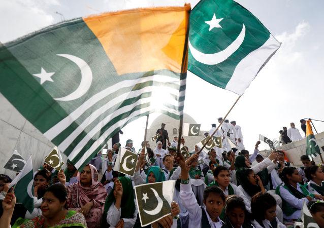 Pakistan'ın Karaçi şehrinde Hindistan'ın Keşmir kararına yönelik protesto mitingi