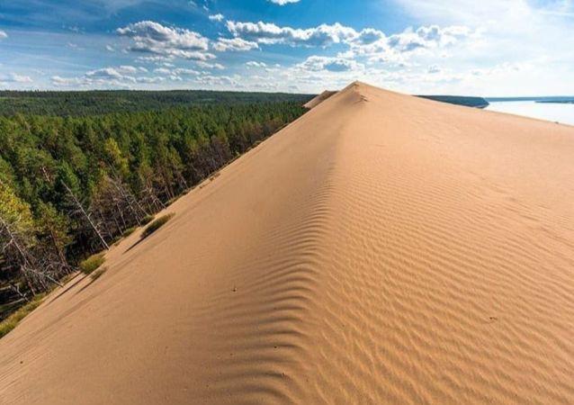 Dünyanın en soğuk şehri kabul edilen ve yıl içerisinde sıcaklıkların -60 dereceye kadar düştüğü Yakutistan'ın başkenti Yakutsk şehrindeki çöller