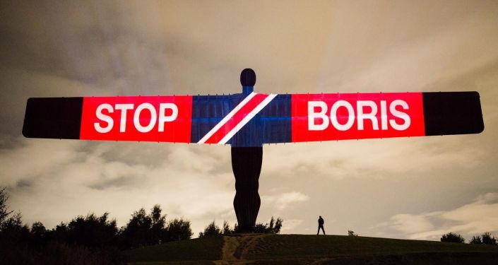 'Kuzeyin Meleği' heykeline Brexit ve Boris Johnson karşıtı mesajlar yansıtıldı, Britanya, Gateshead, 3 Eylül 2019