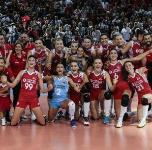 2019 Kadınlar Avrupa Voleybol Şampiyonası yarı finalinde, Türkiye ile Polonya karşılaştı. Maçı kazanarak finale yükselen milli oyuncular sevinç yaşadı.