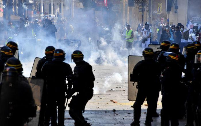 Fransa'da Sarı Yelekler gösterilerin 43 haftasında yeniden sokaklarda 122 gözaltı