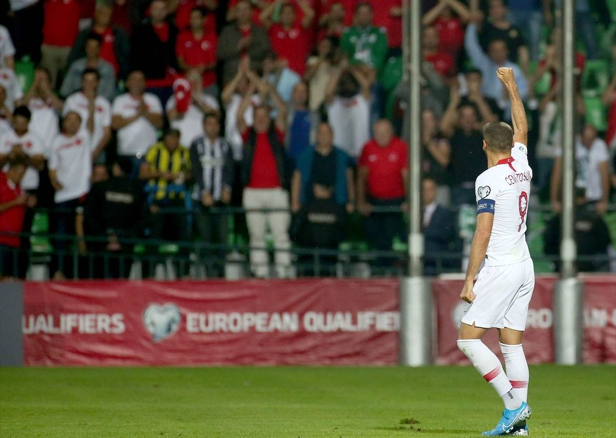 Türk A Milli Futbol Takımı'nda 2 gole imza atan Cenk Tosun büyük sevinç yaşadı.