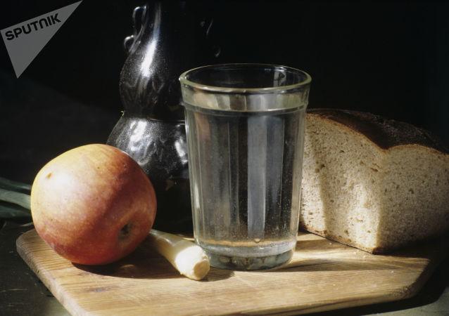 Bir Sovyet klasiği olan tırtıklı cam bardaklar, 76 yaşında