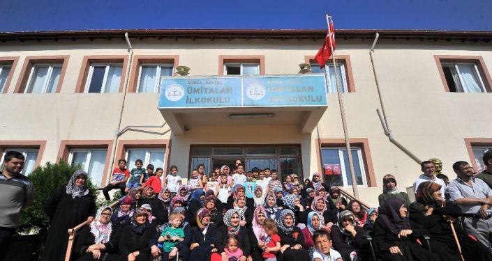 Bursa'nın Kestel ilçesindeki Ümitalan Ortaokulu, öğrenci sayısının 40'ın altında olması nedeniyle kapatıldı.