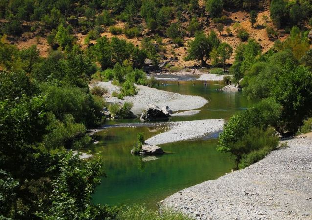 Diyarbakır'ın Kulp İlçesi'ne 30 km uzaklıkta Sarım Çayı üzerinde bulunan Geliyê Godernê doğal yapısı ile görenleri büyülüyor. Geliyê Godernê'nin orijinal isminin Geliyê Gordenê olduğu belirtiliyor.