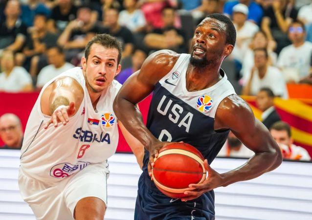 Fransa'ya yenilerek şampiyonluk şansını kaybeden ABD, 5-8'incilik klasman maçında Sırbistan'a kaybetti.