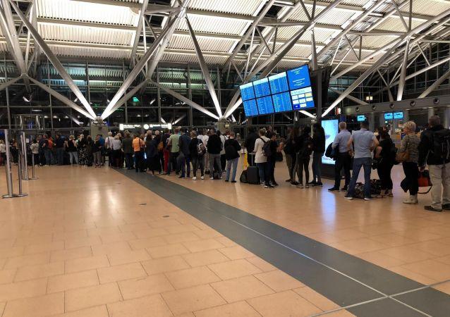 Hamburg Havalimanı'nda güvenlik alarmı
