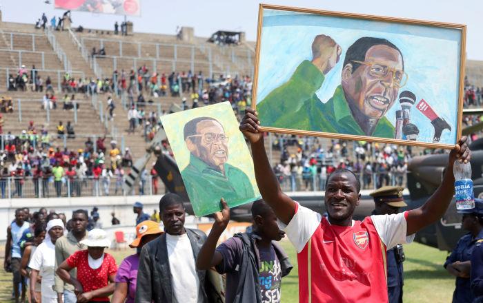 Zimbabve'yi 37 yıl yönettikten sonra 93 yaşında görevi bırakan Mugabe'nin cenaze töreninde stadyum boş kaldı