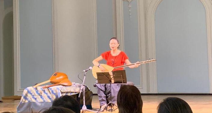 Türk Halk Müziği sanatçısı Seval Eroğlu Çaykovski Konservatuarında konser verdi.
