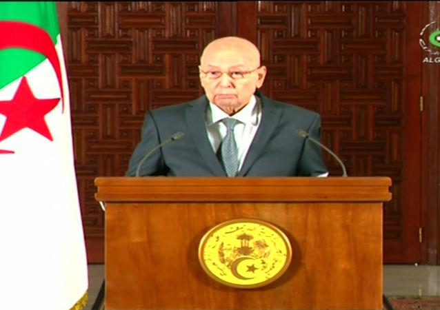 Cezayir geçici Cumhurbaşkanı Abdulkadir bin Salih