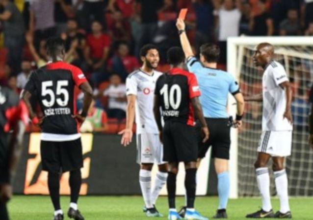 Beşiktaşlı Elneny ve Gaziantepli Kayode'ye üçer maç ceza