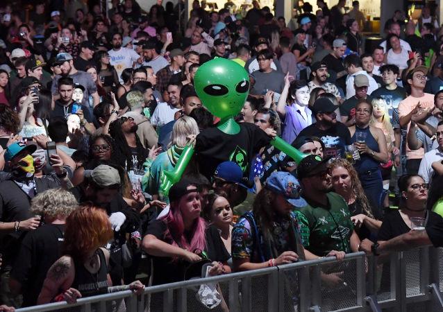 Yüzlerce kişi '51. Bölge baskını' için Nevada çölünde toplandı - UFO - uzaylı
