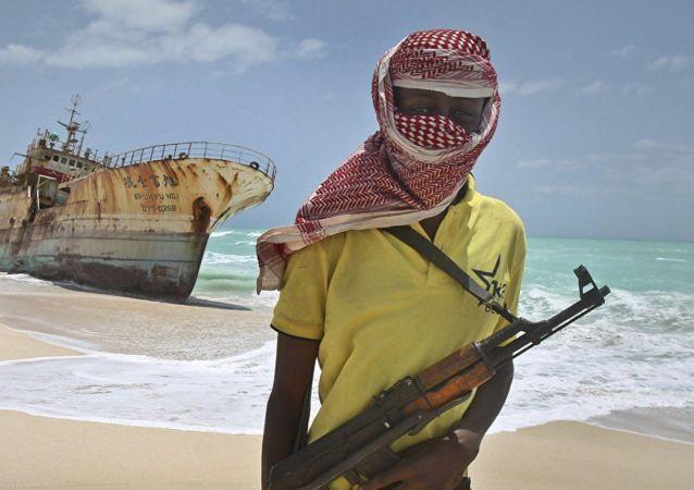 2012'de kıyıya vuran bir Tunus gemisini ele geçiren Somalili korsanlardan Hasan