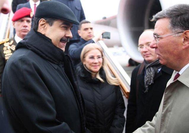 Venezüella Devlet Başkanı Nicolas Maduro, Rusya'nın başkenti Moskova'ya iniş yaptığını duyurdu.