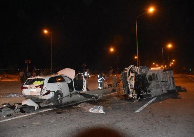 Malatya'da işçi servisi, otomobille çarpıştı