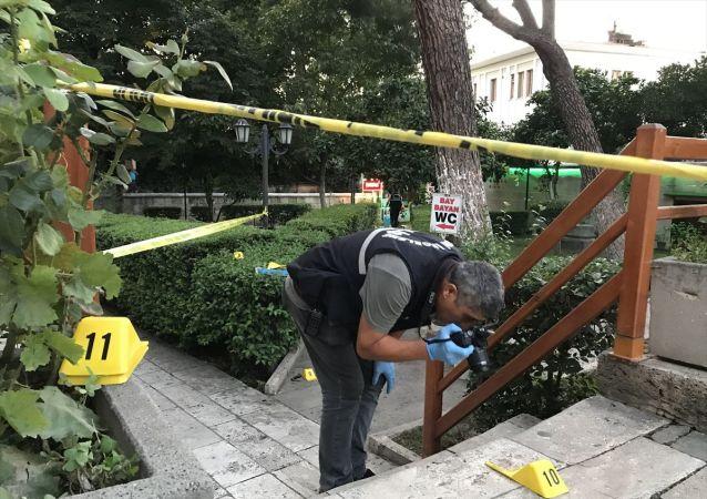 Aydın'da tartıştığı tuvalet görevlisini boğazından bıçakladığı iddia edilen şüpheli gözaltına alındı.