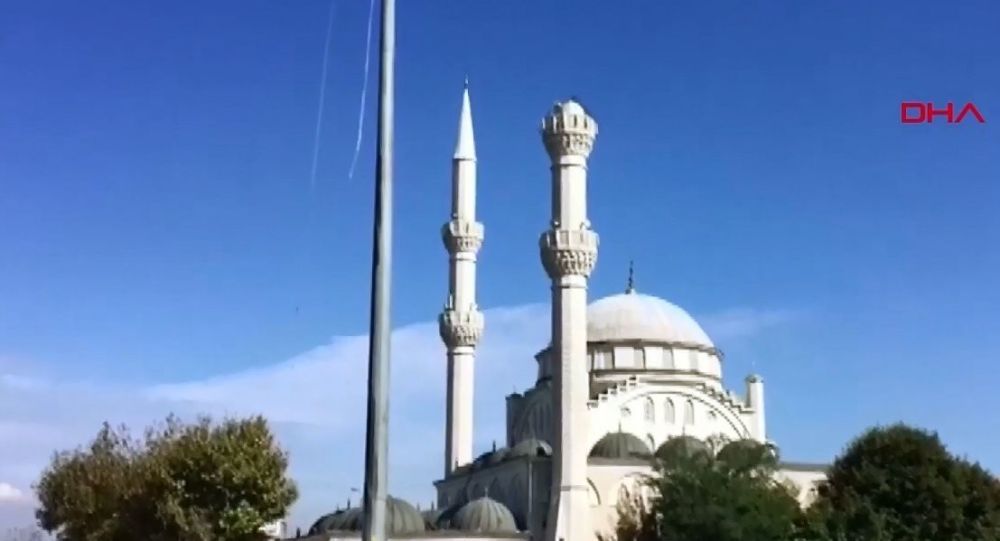 İstanbul'da meydana gelen 5.8 büyüklüğünde deprem kameralara böyle yansıdı