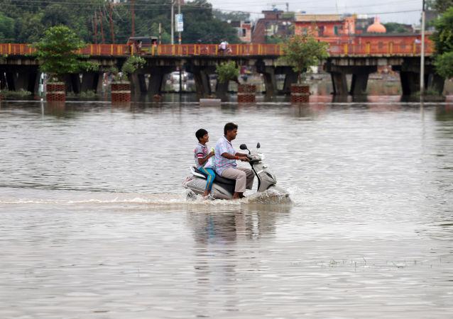 Hindistan'ın çeşitli eyaletlerindeetkili olan şiddetli muson yağmurları