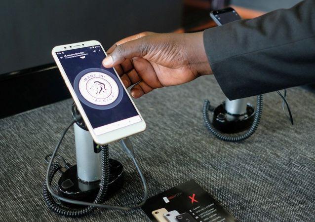Mara adını taşıyan ve Android işletim sistemini kullanan telefonların seri üretimine başlayan fabrikanın açılışı dün başkent Kigali'de gerçekleştirildi.