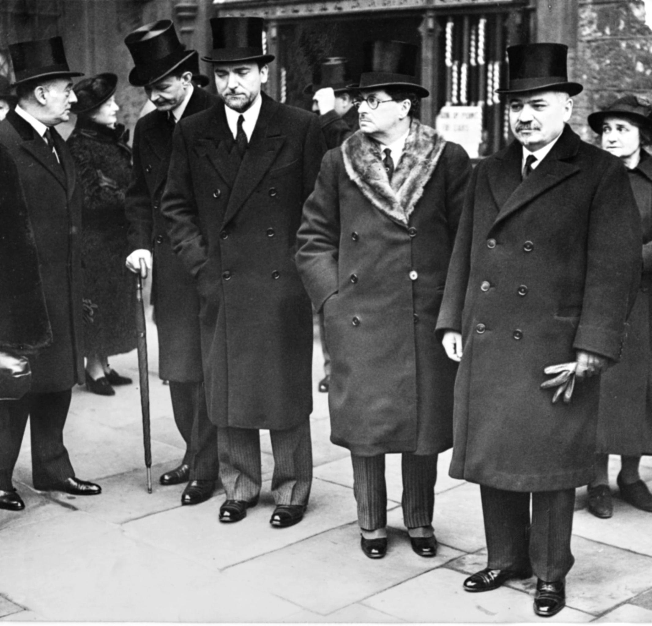 İvan Mihayloviç Mayski,  1939 da Londra Büyükelçiliği görevine başlayan Tevfik Rüştü Aras'la görüşüyor.