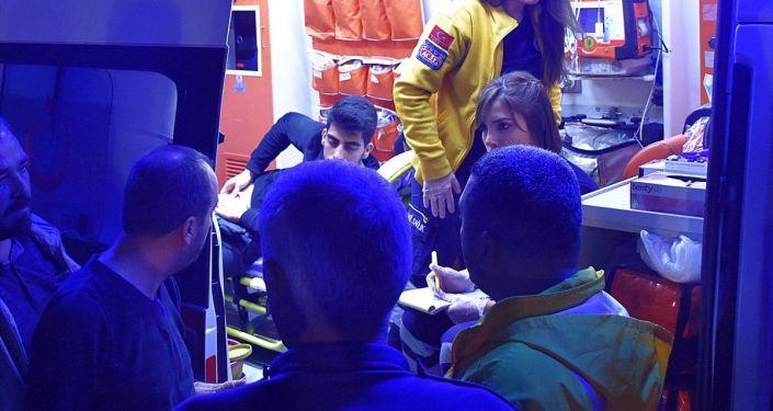 Manisa'nın Turgutlu ilçesinde bir kişi, cebinde taşıdığı bıçakla bacağından yaralandı. Yaralı sağlık ekiplerince Turgutlu Devlet Hastanesine kaldırıldı.