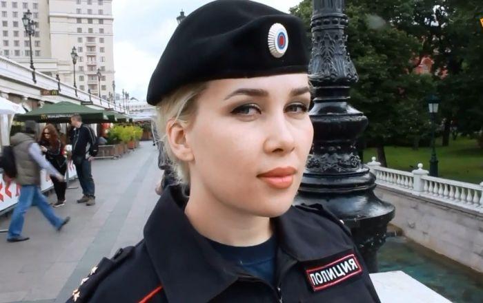 Rusya'nın kadın polisler, mesaide yaşadıklarını anlattılar: Herkes bizimle fotoğraf çektirmek istiyor