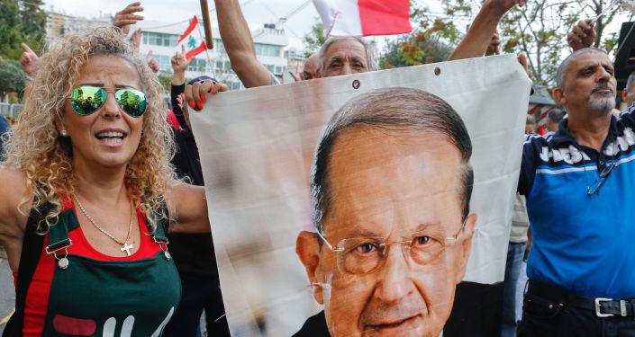 Mişel Aun'un liderliğindeki Hür Vatansever Hareket'in (FPM) taraftarları, Baabda Sarayı önünde Cumhurbaşkanı'na destek gösterisi düzenledi.