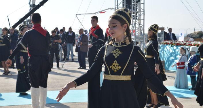 Türkiye'nin ilk bor karbür üretim tesisinin temel atma töreninde halk oyunları gösterisi